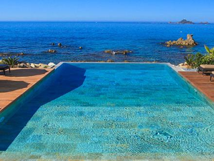 hotel-weekend-ajaccio-sanguinaires-corse-piscine